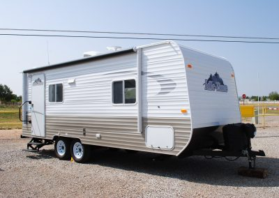 Exterior front and right side of trailer, one door, two windows.