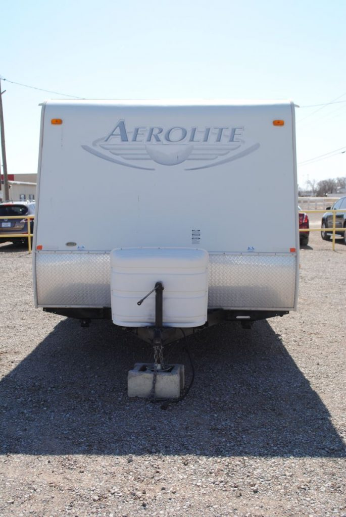 Exterior front view of Aerolite trailer. Hitch.