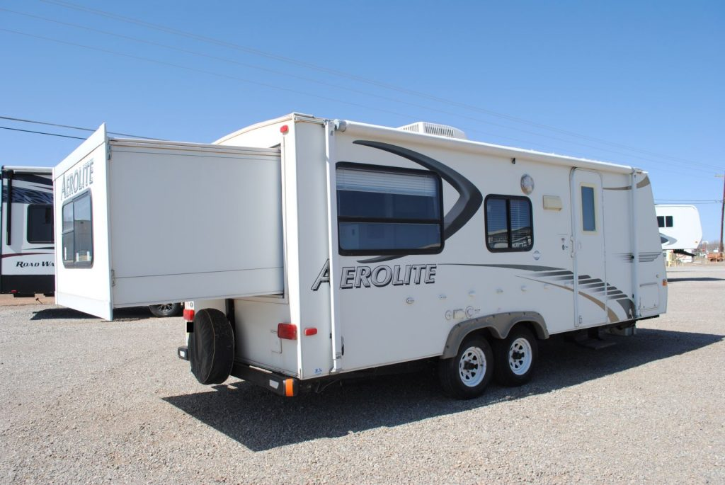 Exterior right side of trailer, rear slide extended. Two side windows, door with window. Rear one window.