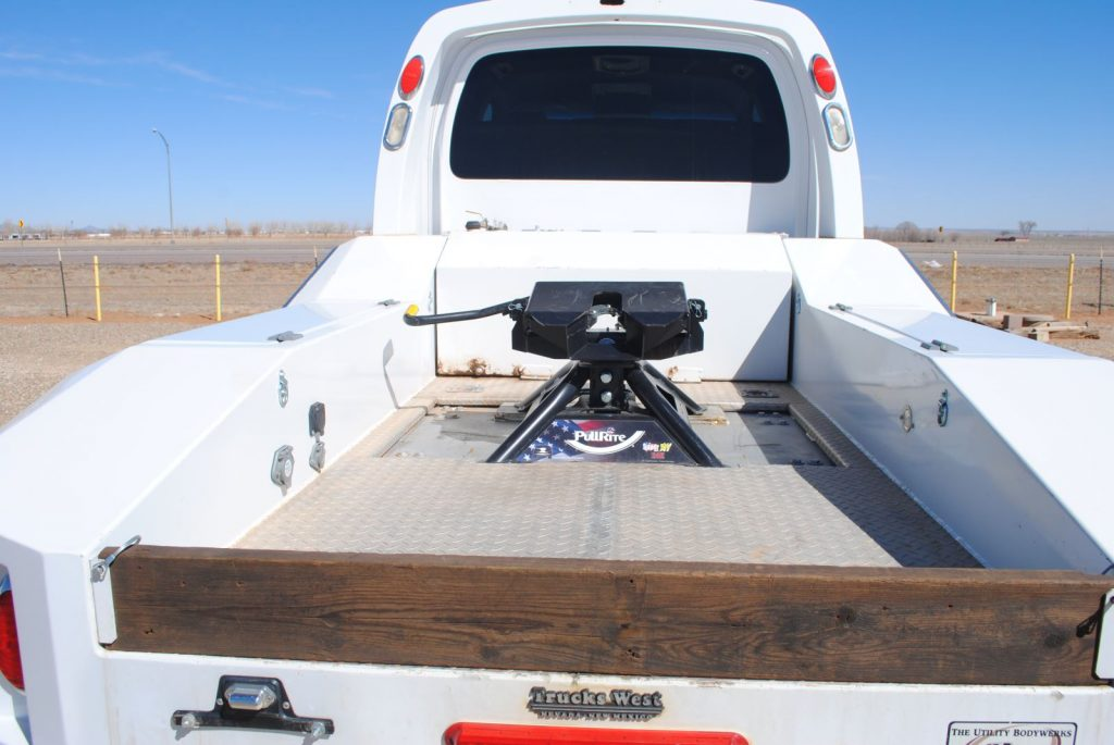 Closeup view of the truck bed and mounting device